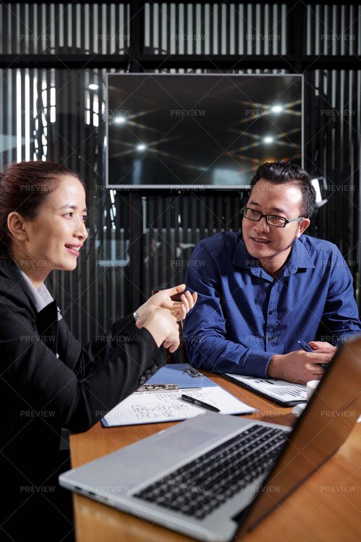 Entrepreneur Ennumarating Advantages Of: Stock Photos
