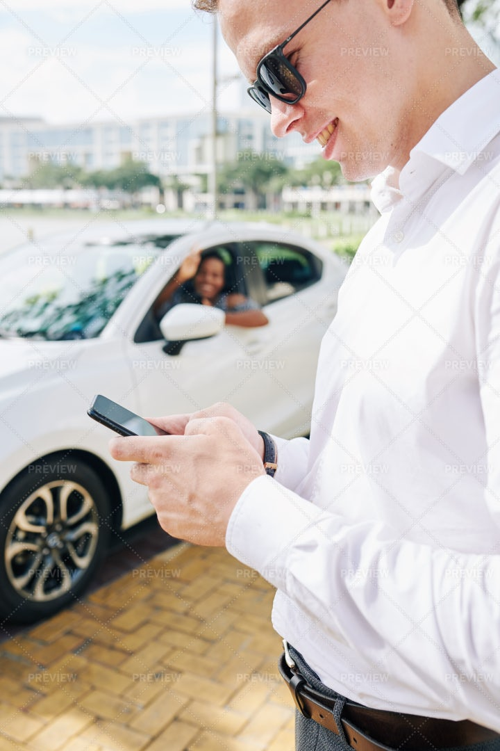 Businessman Using Phone In The City: Stock Photos