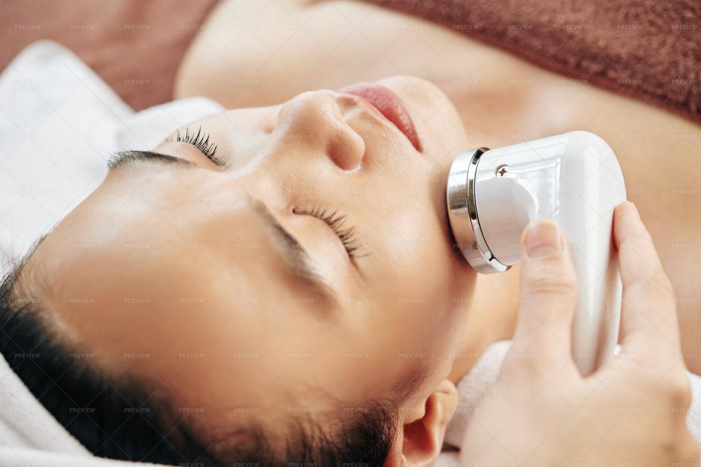 Untrasound Massage With Apparatus: Stock Photos