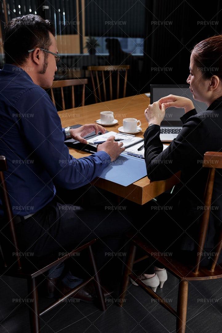 Entrepreneurs Meeting In Cafe: Stock Photos