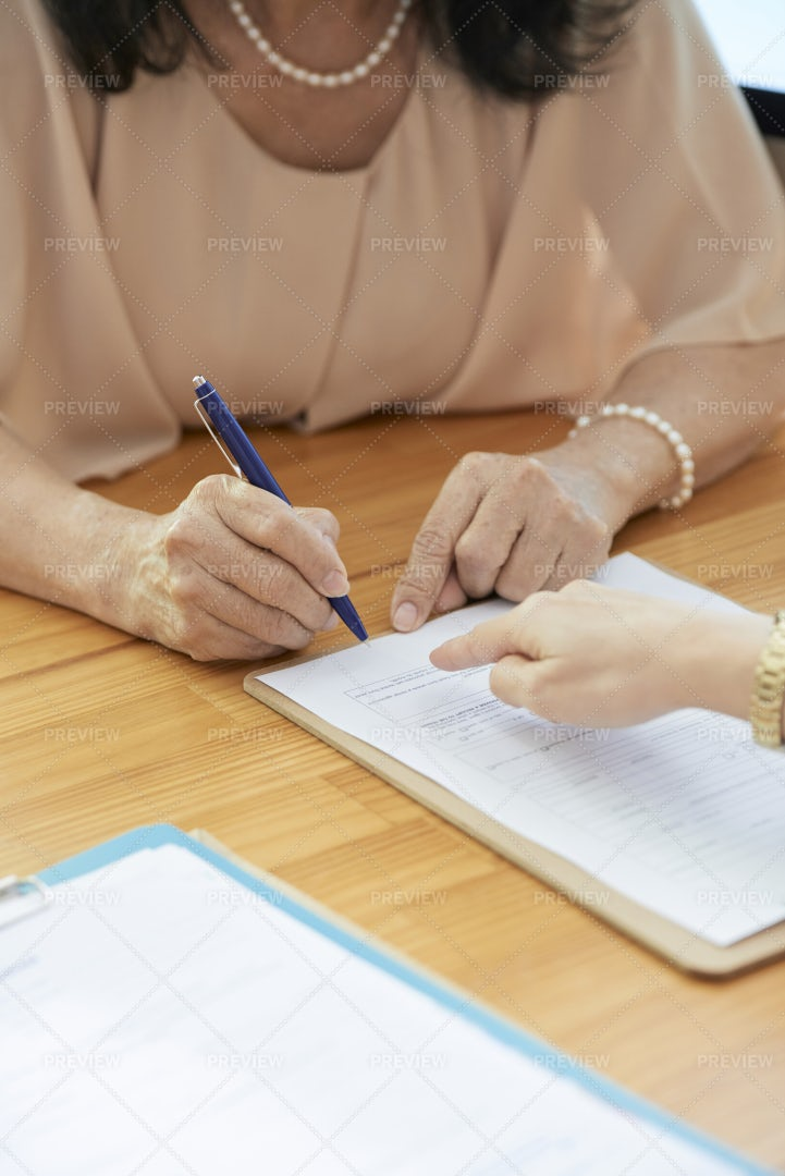 Businesswoman Signing A Contract: Stock Photos