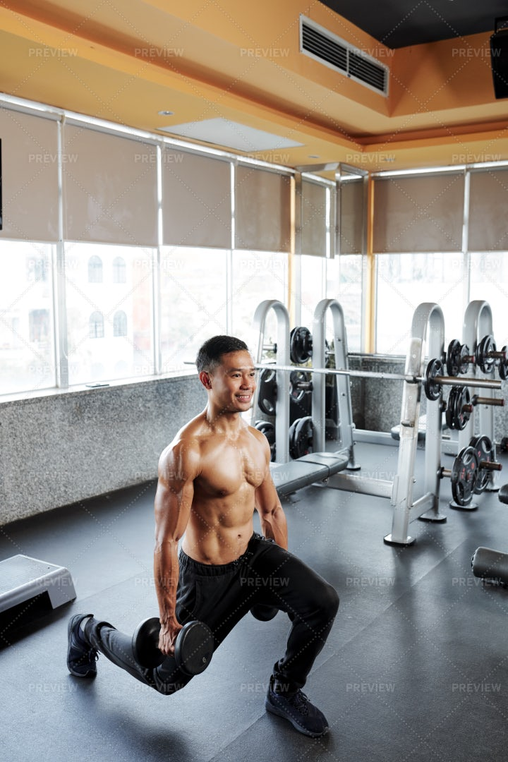 Sportsman Doing Lunges: Stock Photos
