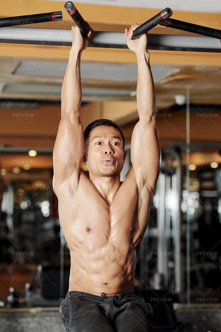 Sportsman Doing Hanging Leg Rises: Stock Photos