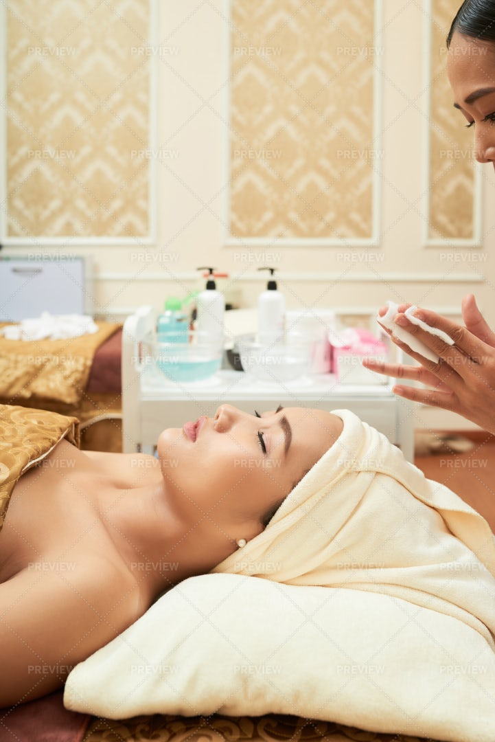 Woman Visiting Cosmetologist: Stock Photos