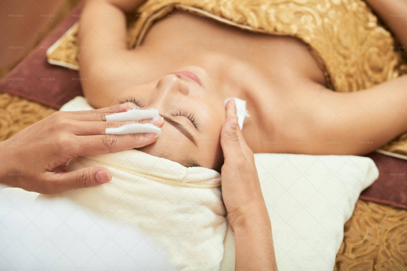 Facial Cleansing At The Spa: Stock Photos