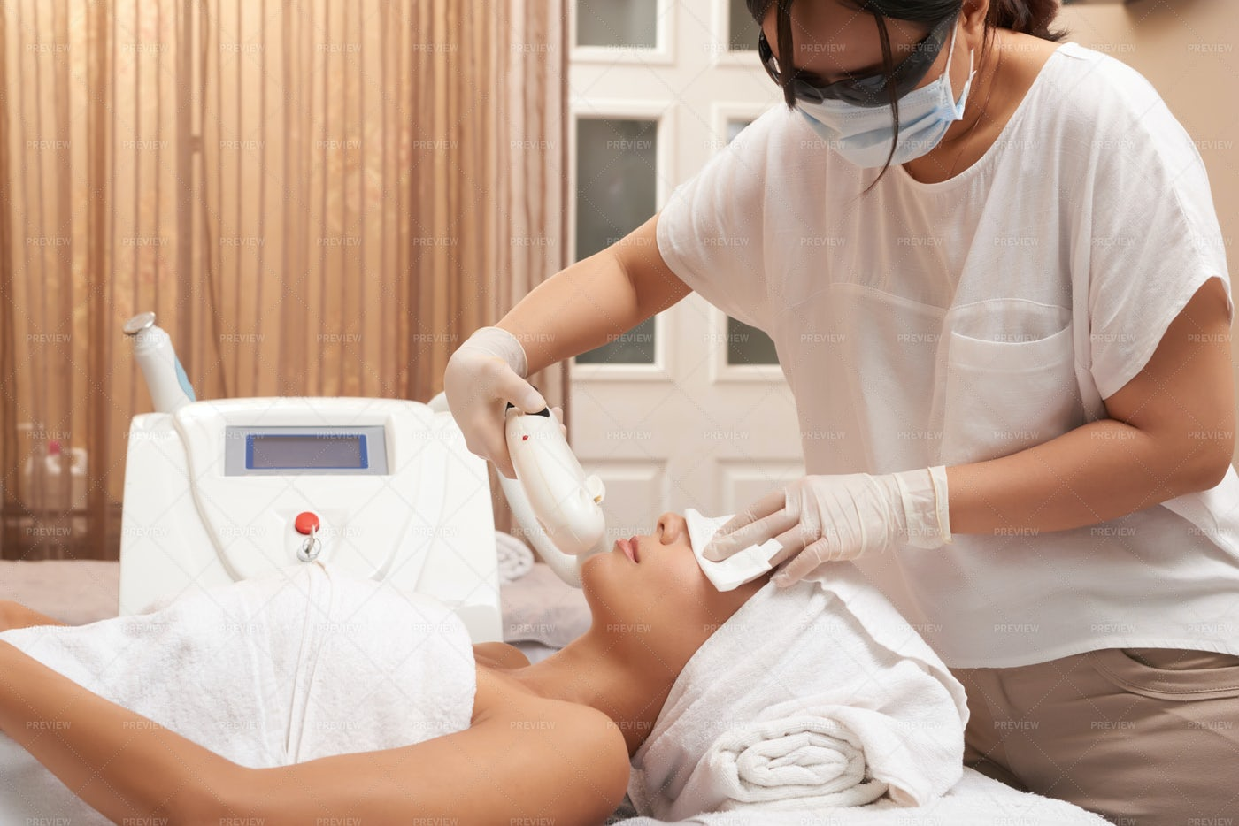 Ultrasound Procedure For Face In Salon: Stock Photos