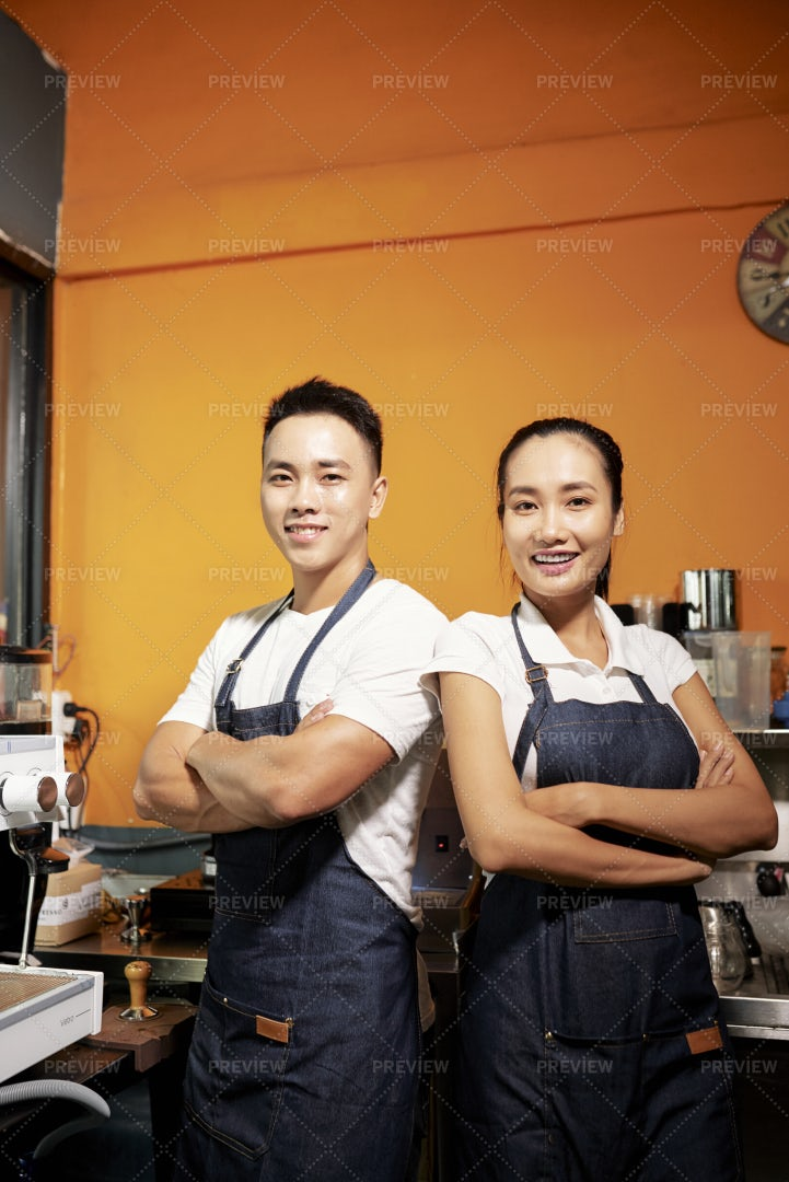 Barista Working In Coffee Shop: Stock Photos