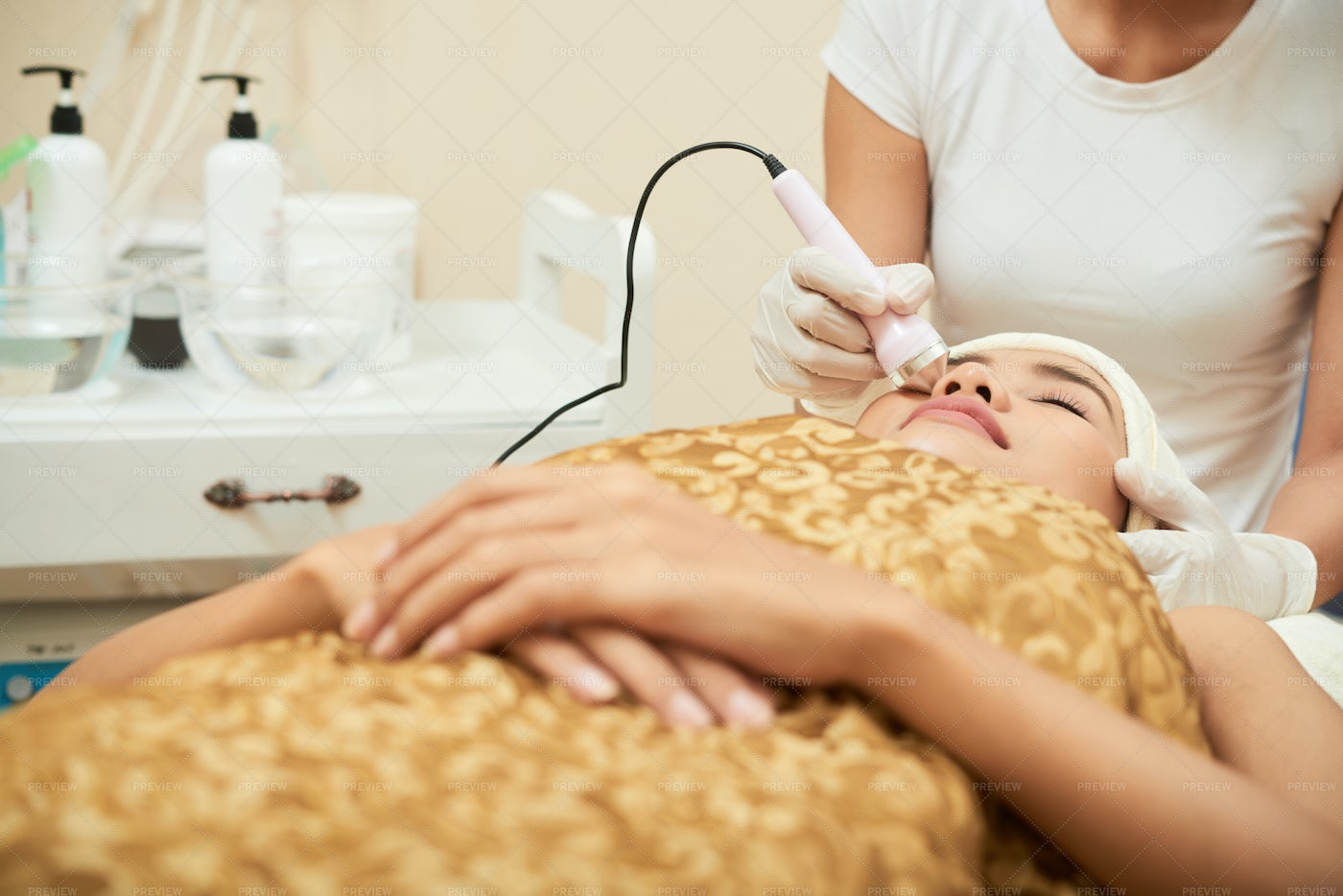 Cleaning Of Face In Spa Salon: Stock Photos