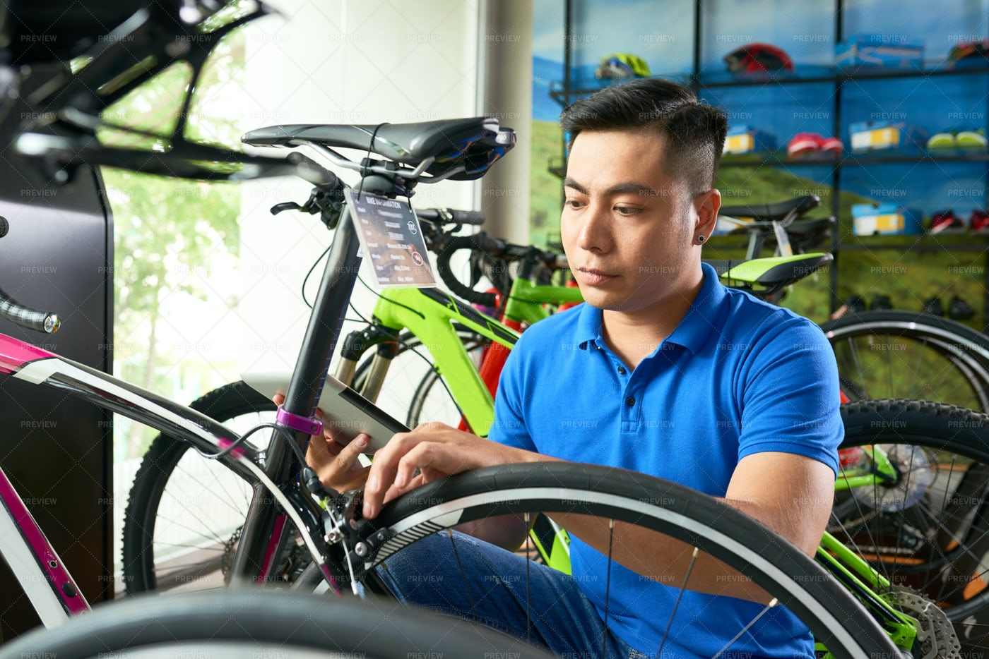 Salesman Assembling Bike: Stock Photos