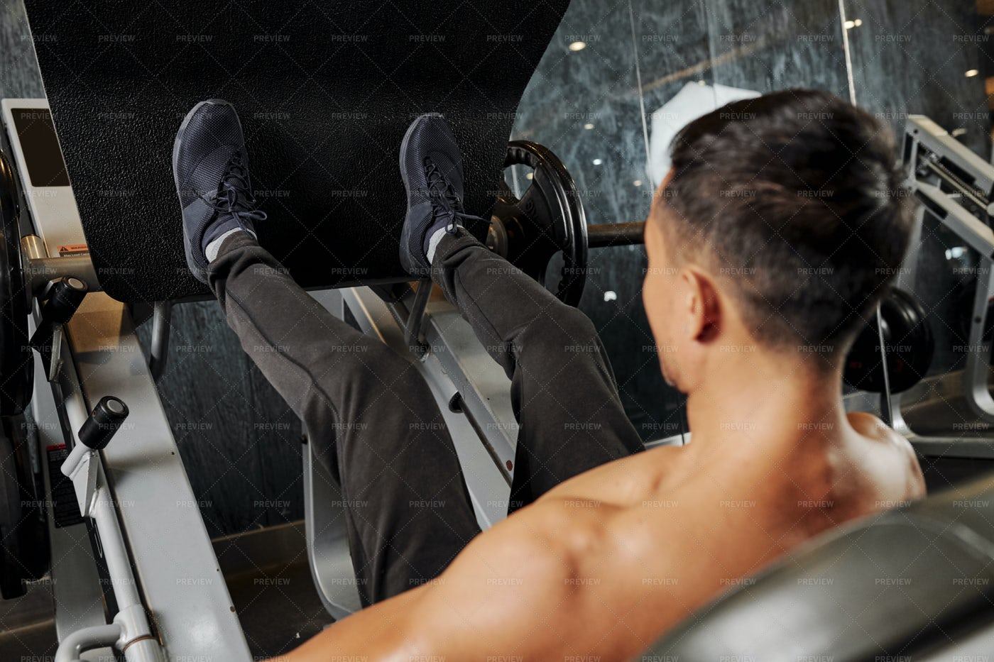 Man Training Legs In Gym: Stock Photos
