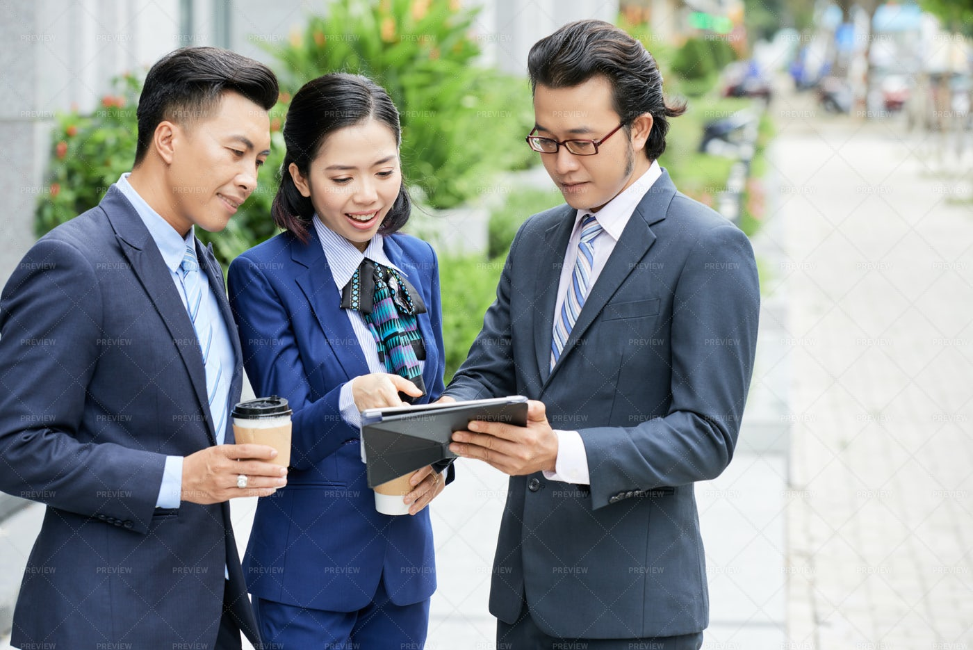 People Using Digital Tablet For Online: Stock Photos