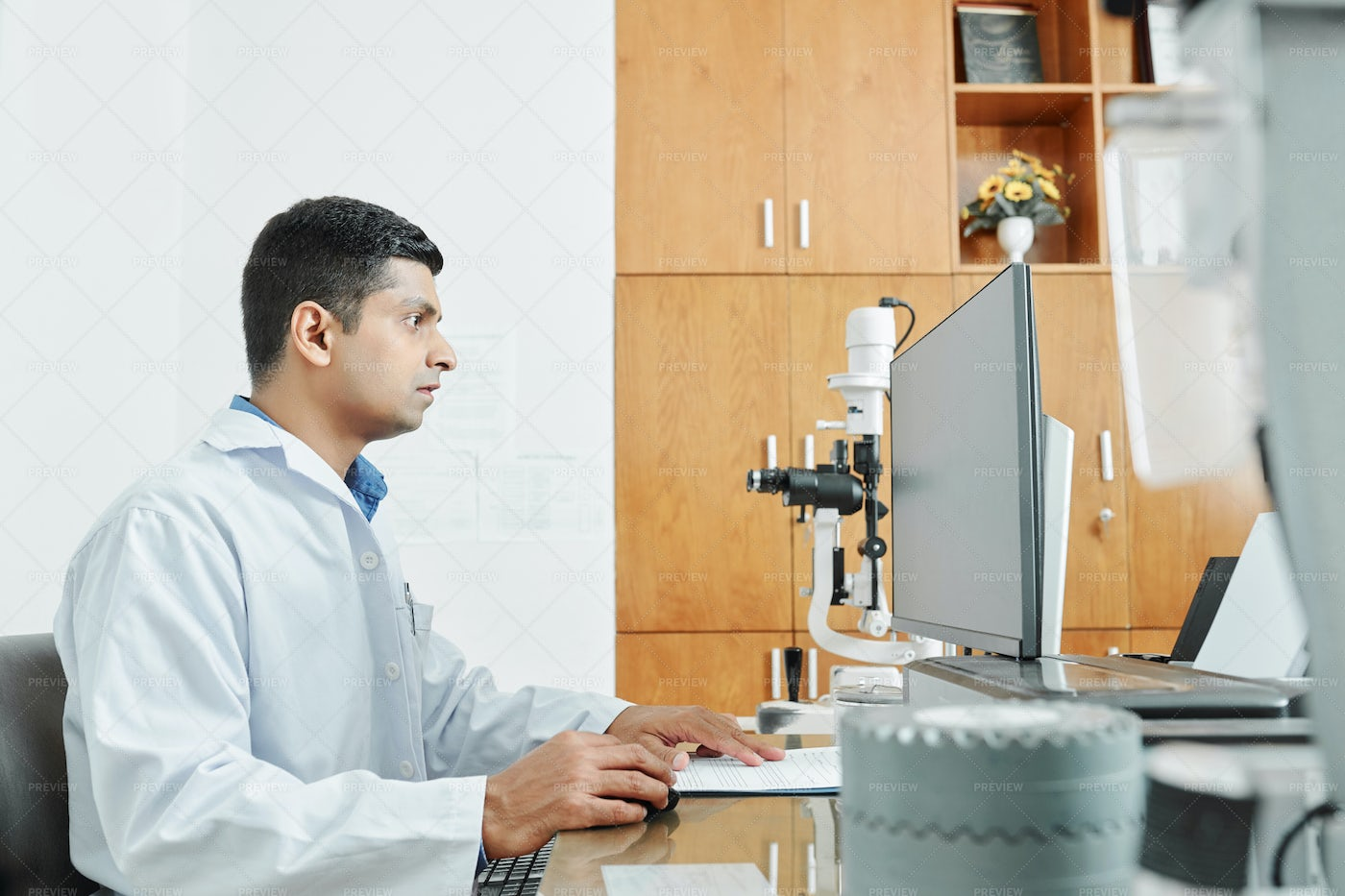 Doctor Working At Office: Stock Photos