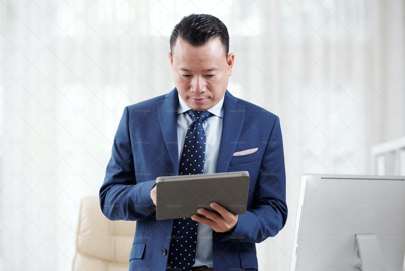 Businessman Using Digital Tablet: Stock Photos