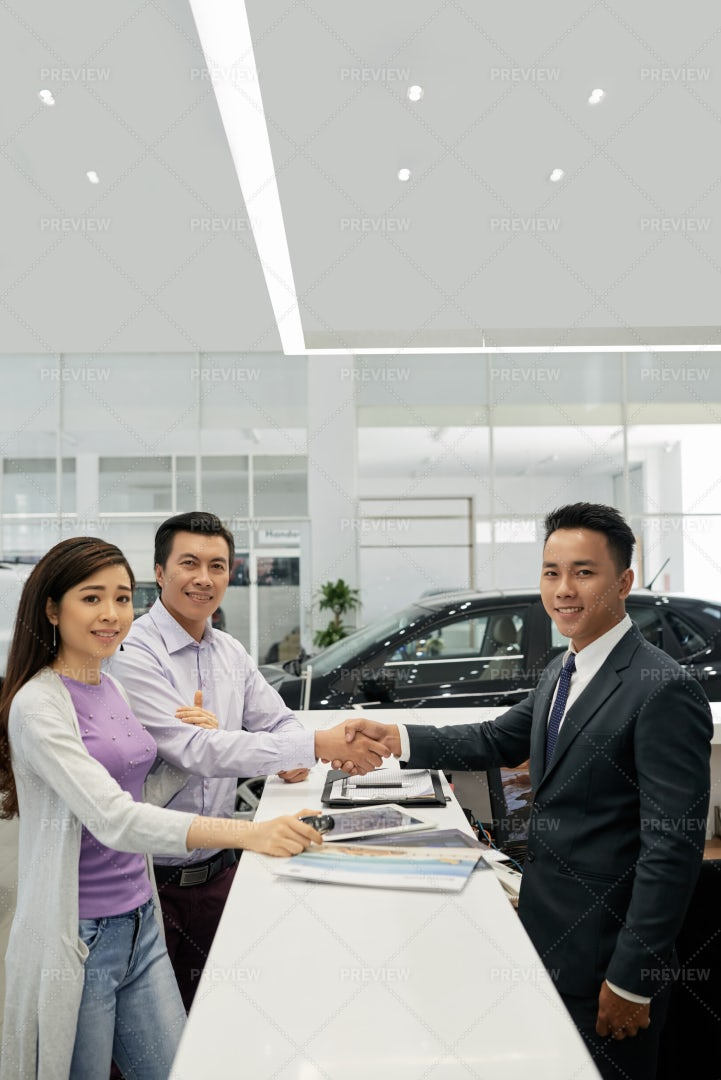 Family Buying New Car: Stock Photos