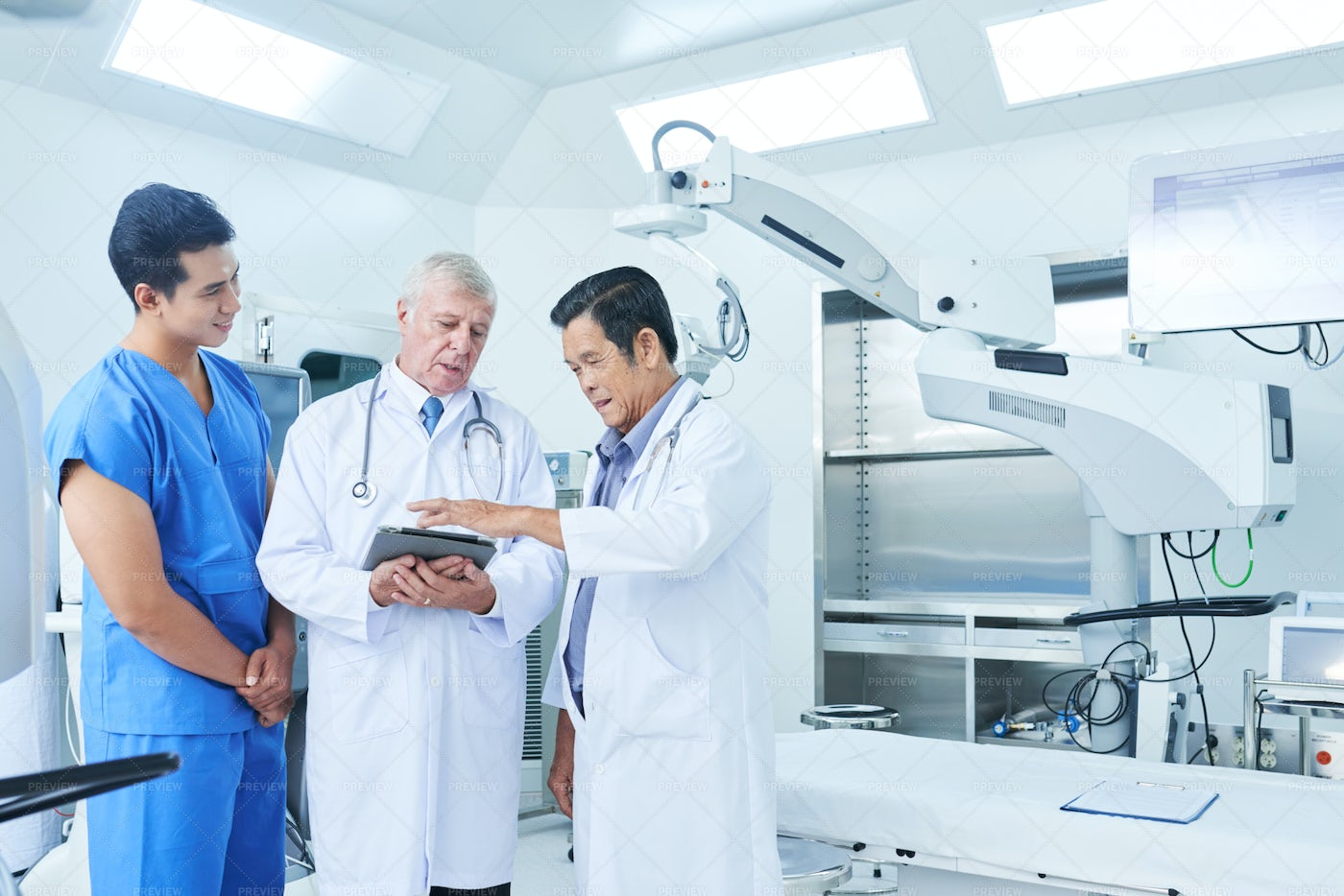 General Practitioners And Surgeon: Stock Photos