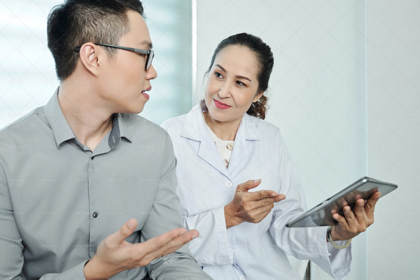 Asian Female Doctor Using Tablet Pc: Stock Photos