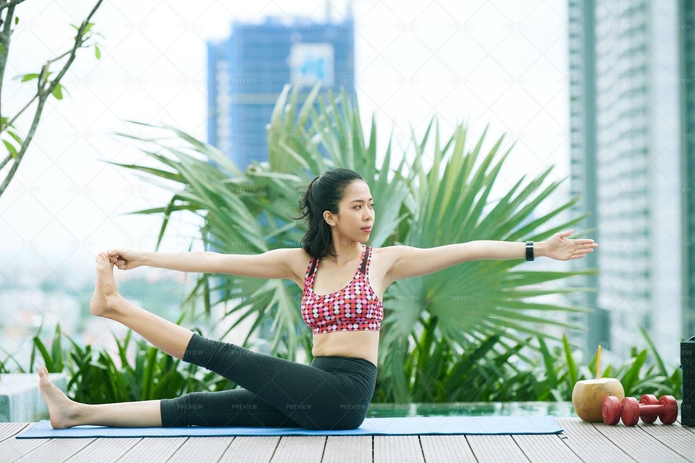 Healthy Woman Doing Exercise: Stock Photos