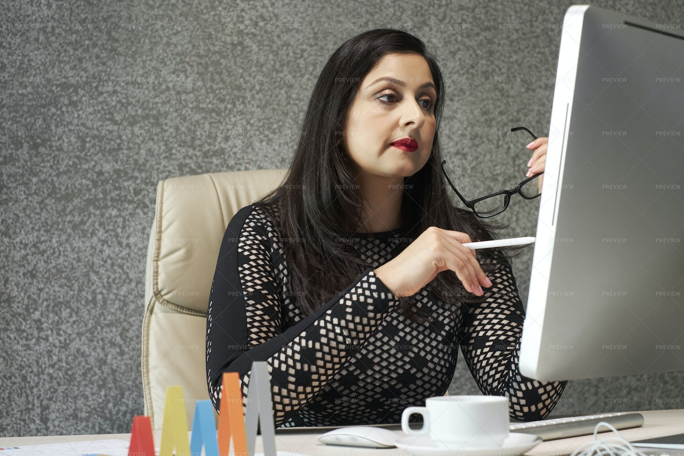Business Lady Reading E-mail: Stock Photos