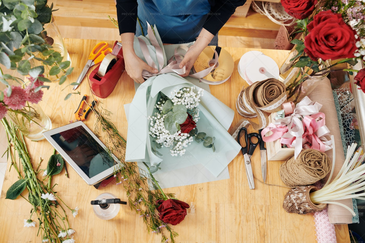 Florist Decorating Bouquet: Stock Photos