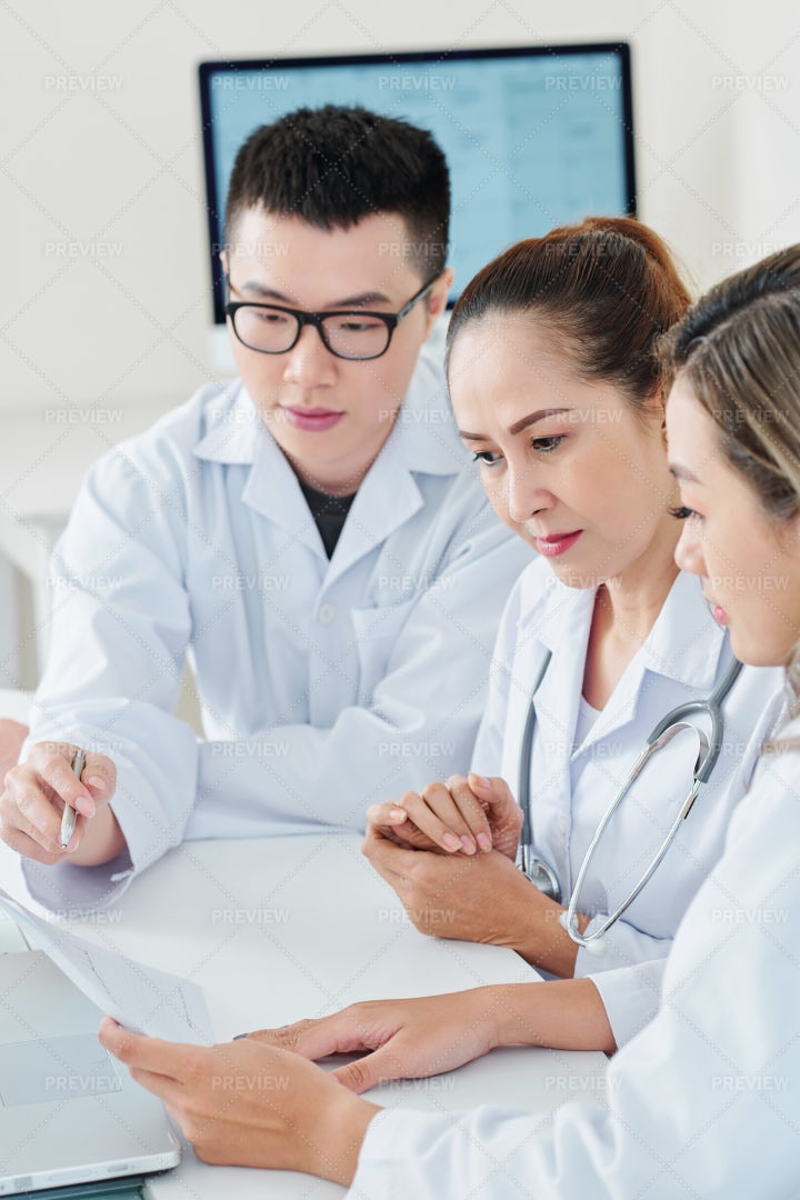 Doctors Discussing Method Of Treatment: Stock Photos