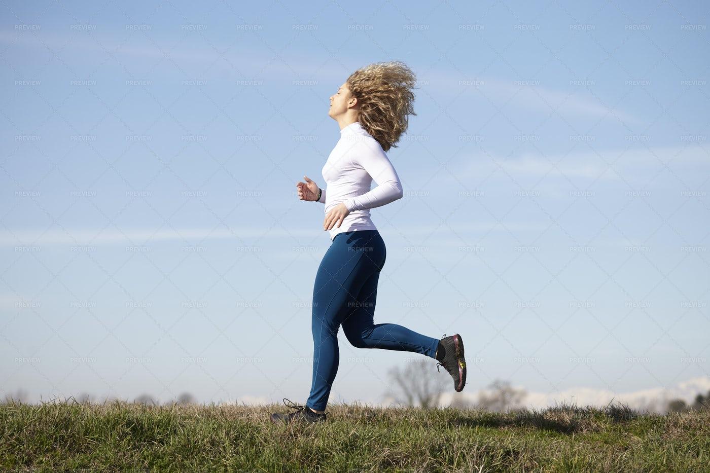 Young Woman Running: Stock Photos