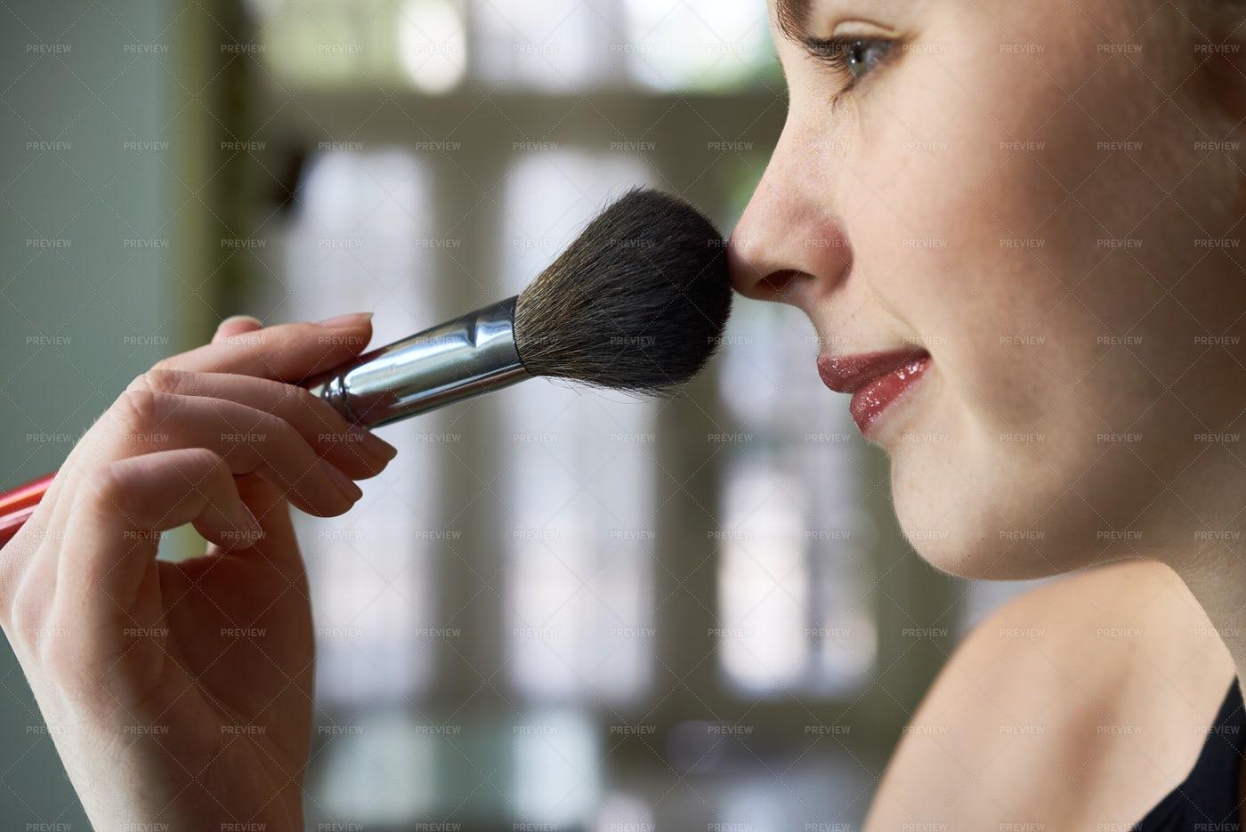 Woman Applying Makeup: Stock Photos