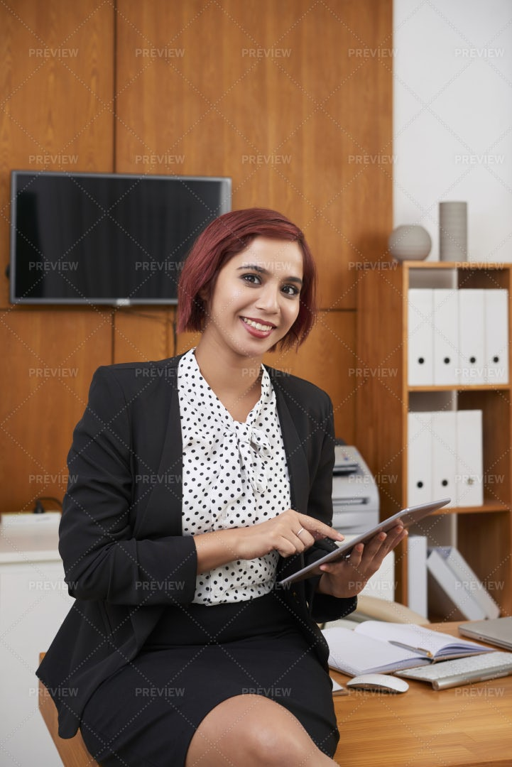 Using Modern Devices In Work: Stock Photos