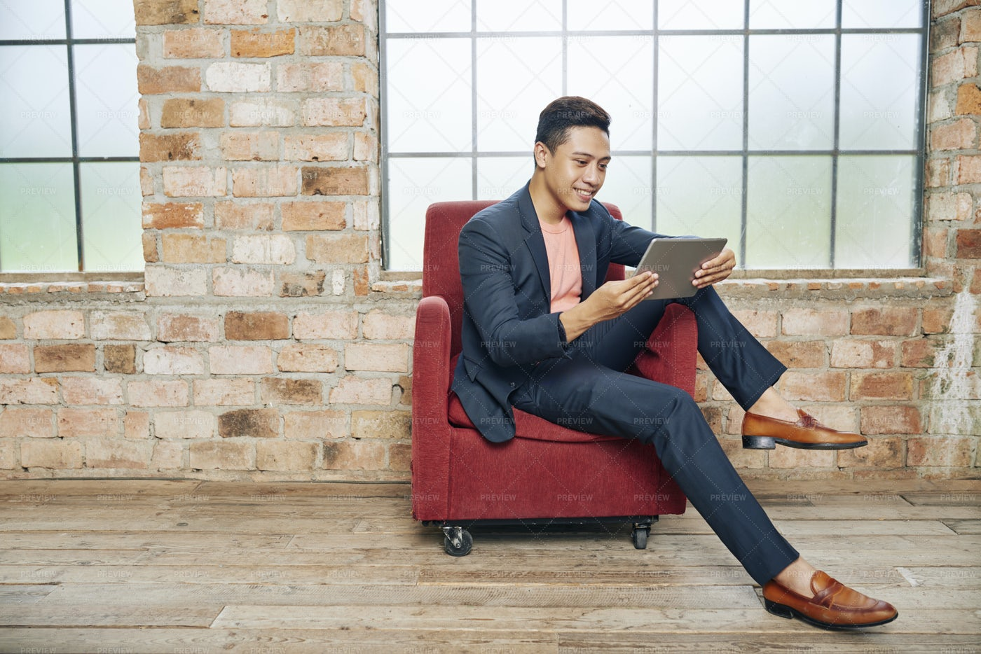 Businessman Reading Article Online: Stock Photos