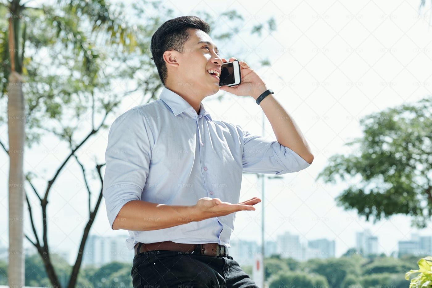 Entrepreneur Talking On Phone: Stock Photos