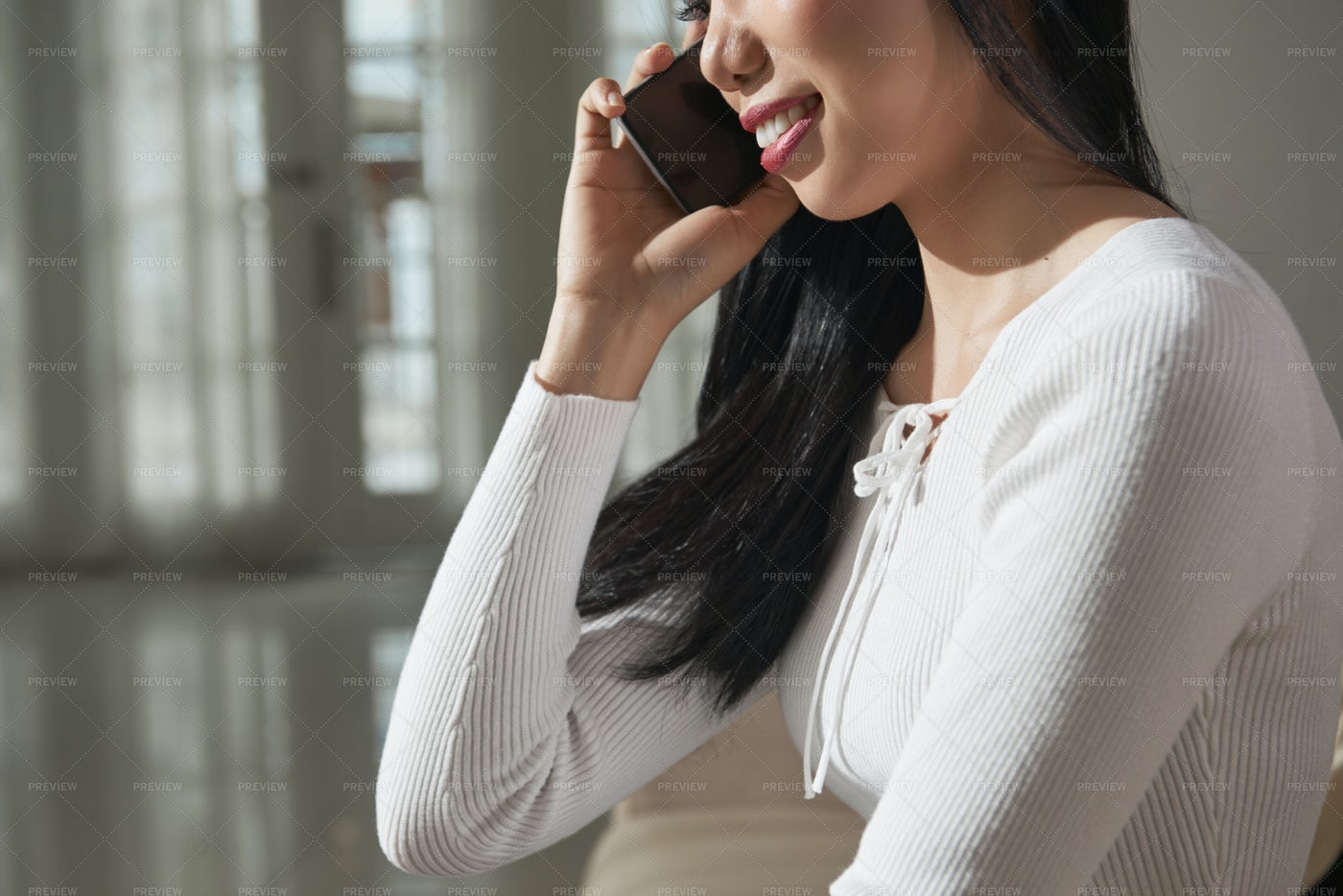 Pretty Woman Calling On Phone: Stock Photos