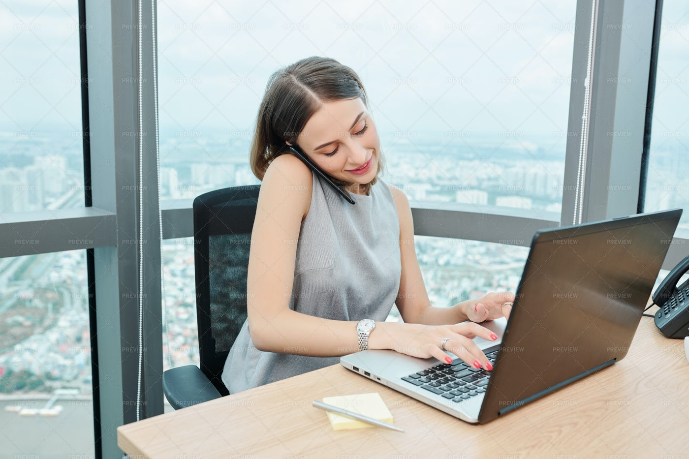 Business Lady Working In Modern Office: Stock Photos