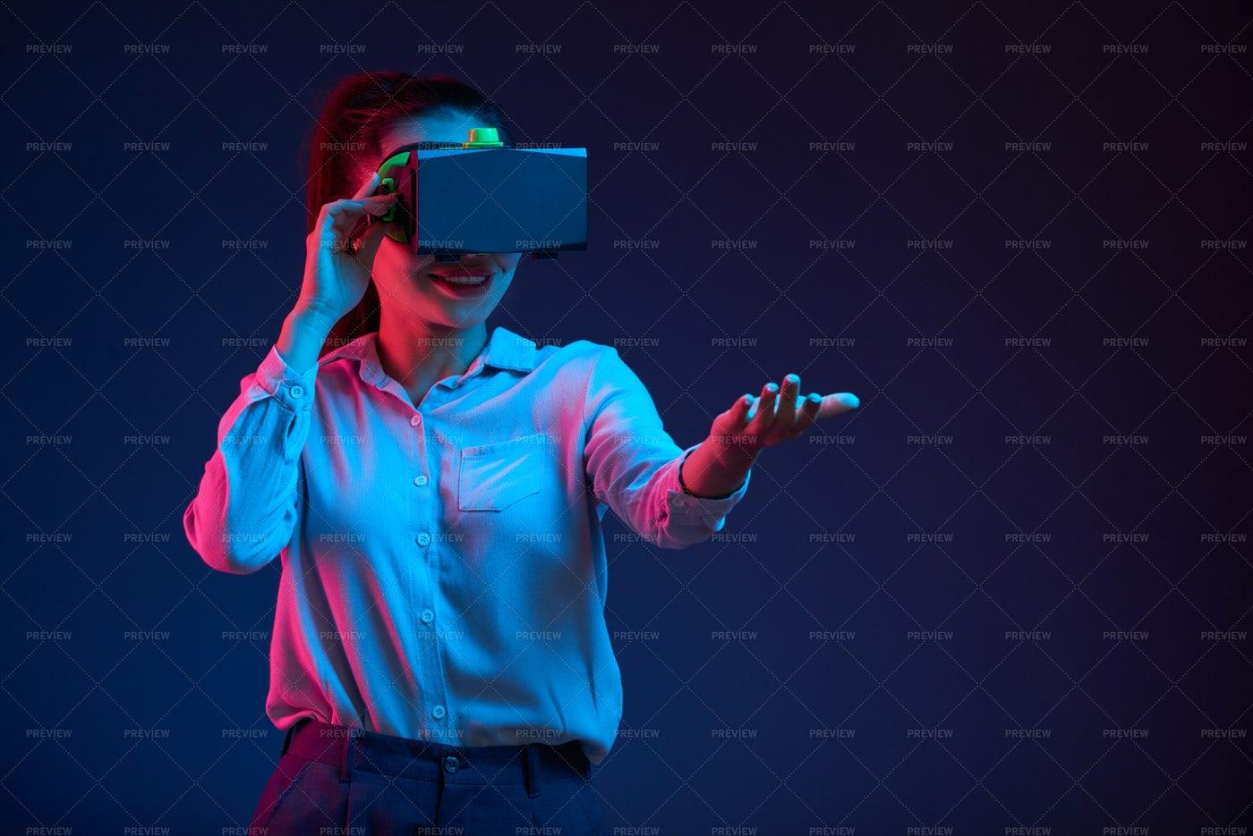 Business Lady Testing Virtual Reality: Stock Photos
