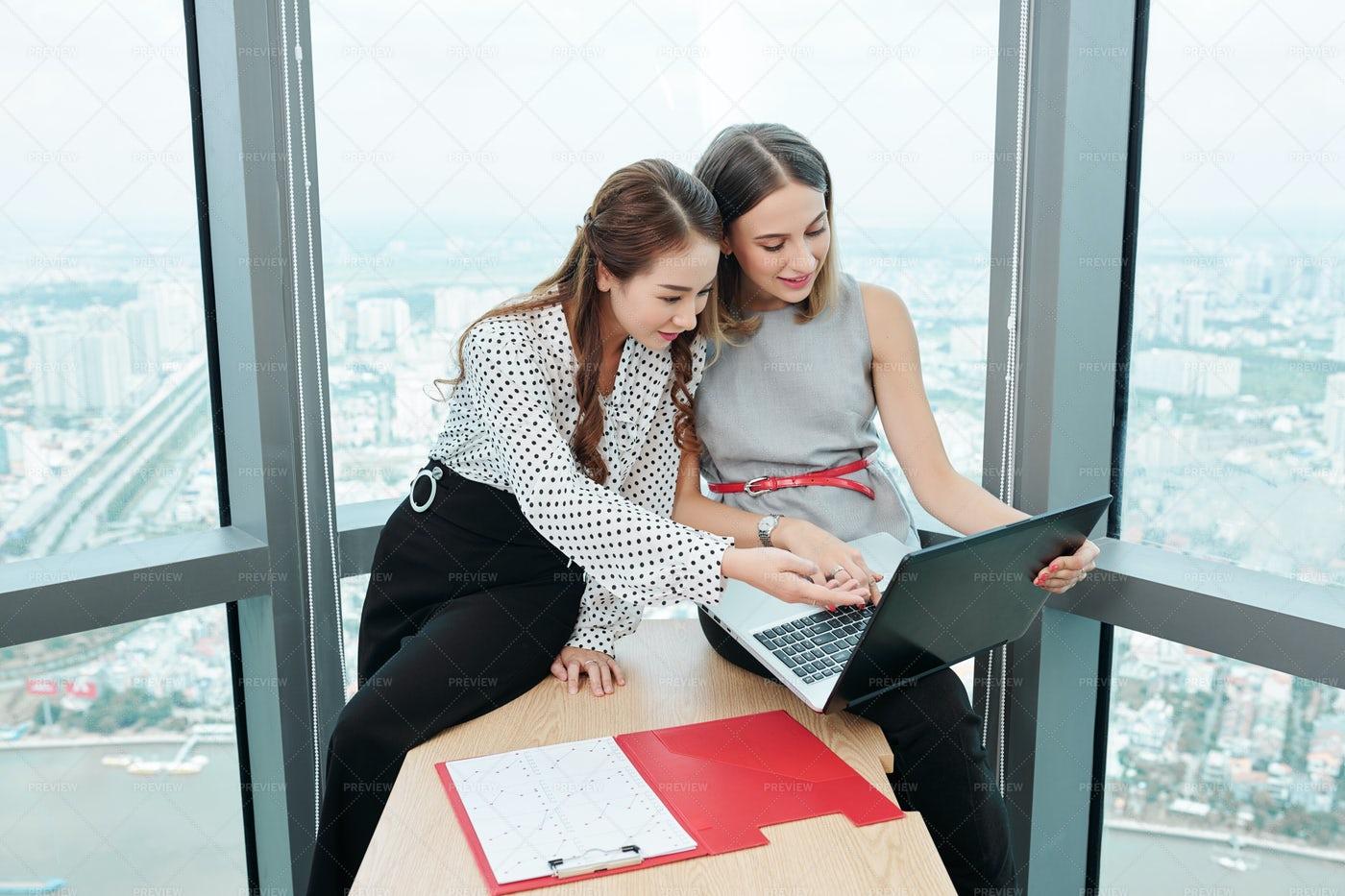 Businesswoman Working In Modern Office: Stock Photos