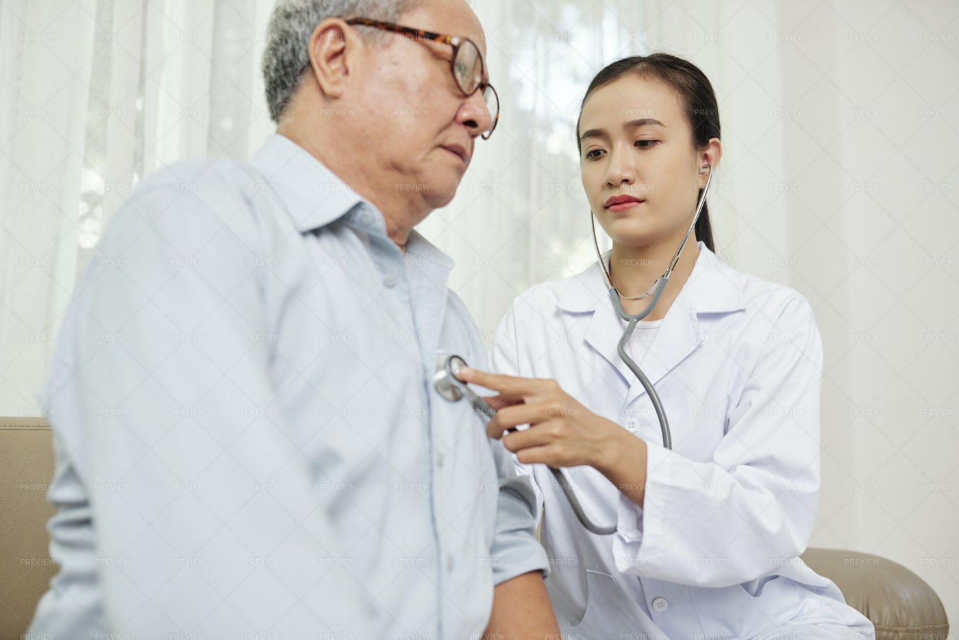 Doctor Listening To The Patient: Stock Photos