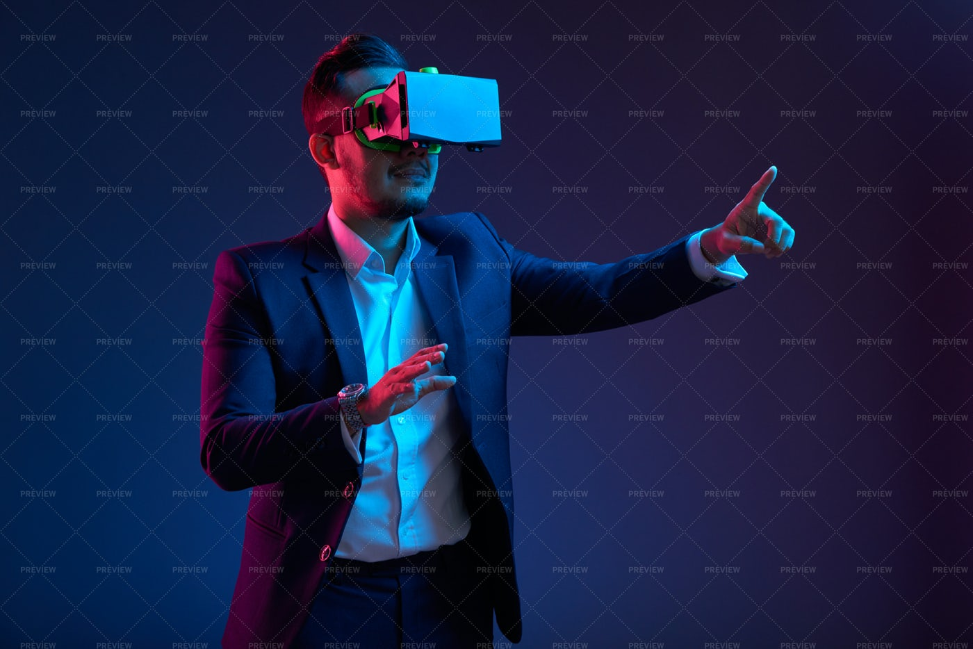 Entrepreneur In Virtual Reality Headse: Stock Photos