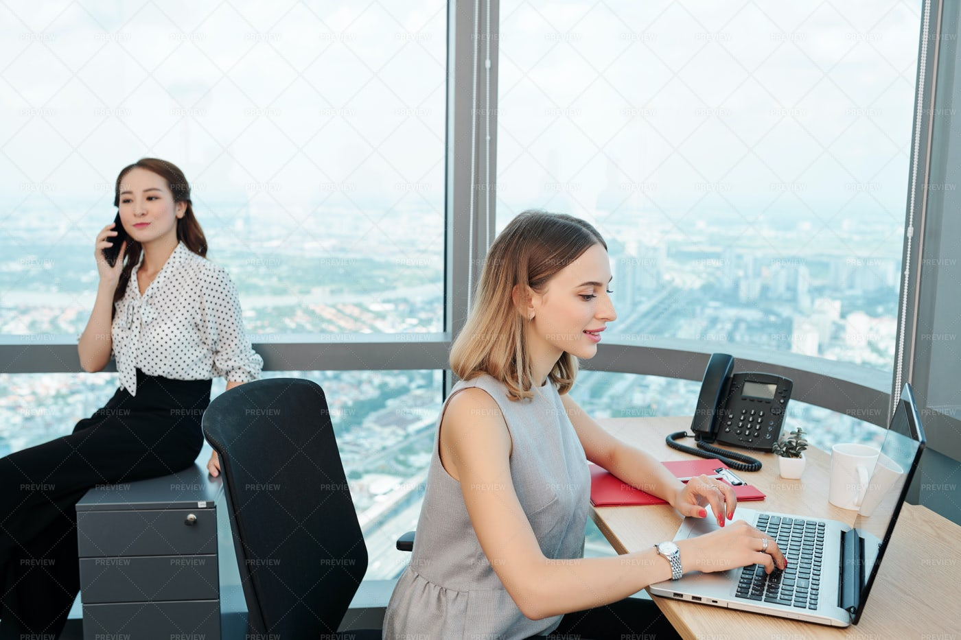 Businesswoman Answering E-mails: Stock Photos