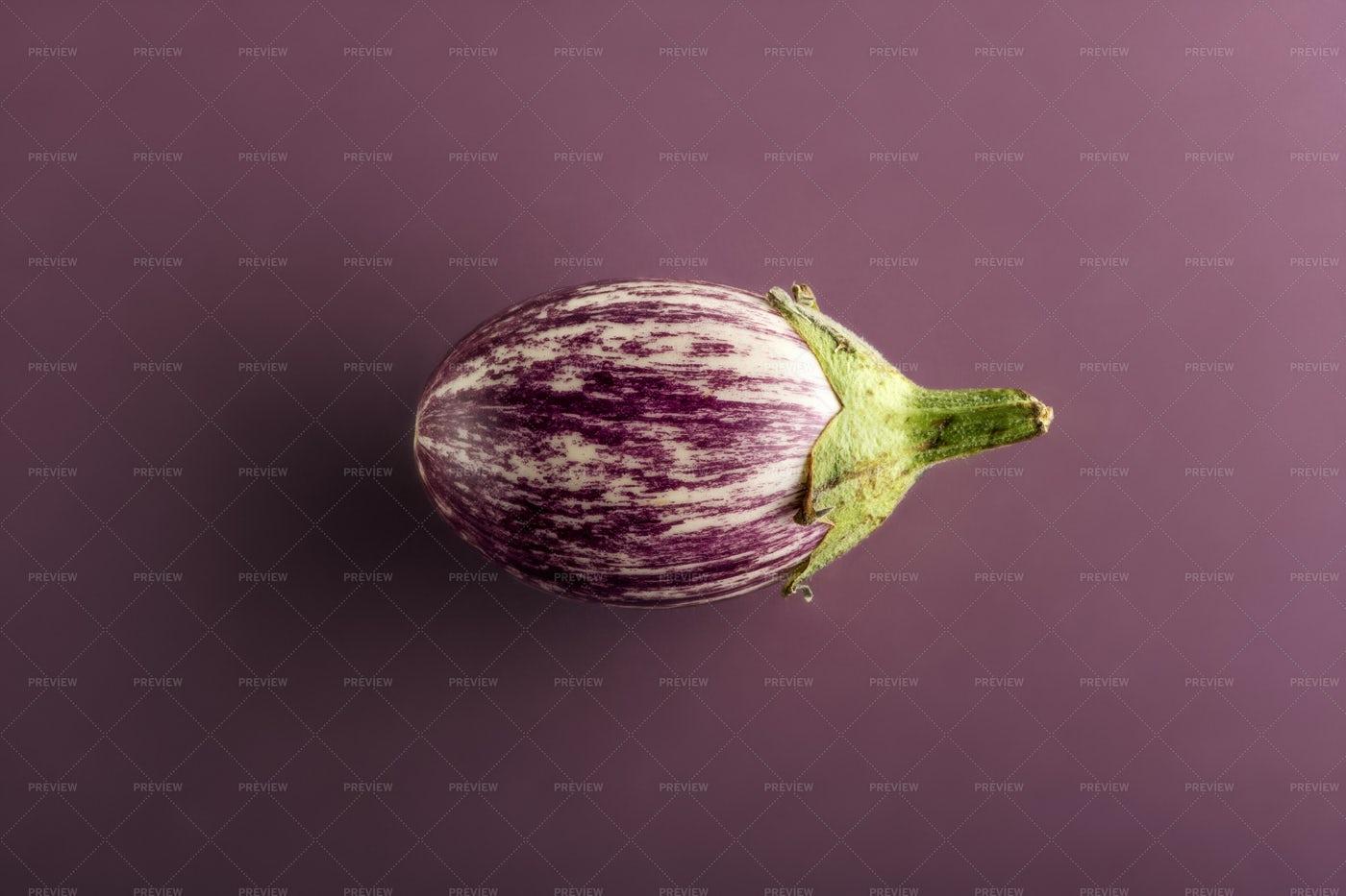 Small Aubergine: Stock Photos