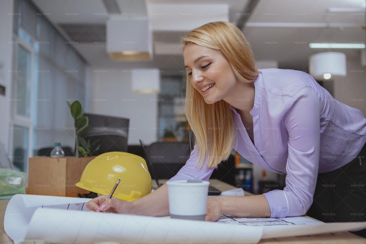 Female Architect Draws Plan: Stock Photos