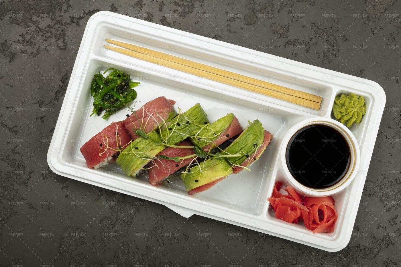 Avocado Sushi Takeaway: Stock Photos