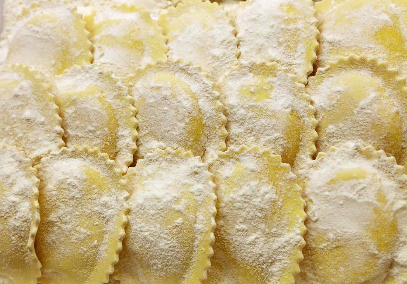 Raw Ravioli Pasta: Stock Photos