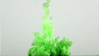 Green Paint Cloud Spread in Water: Stock Video