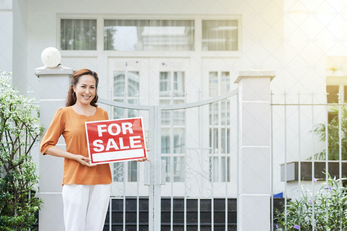 Selling House: Stock Photos