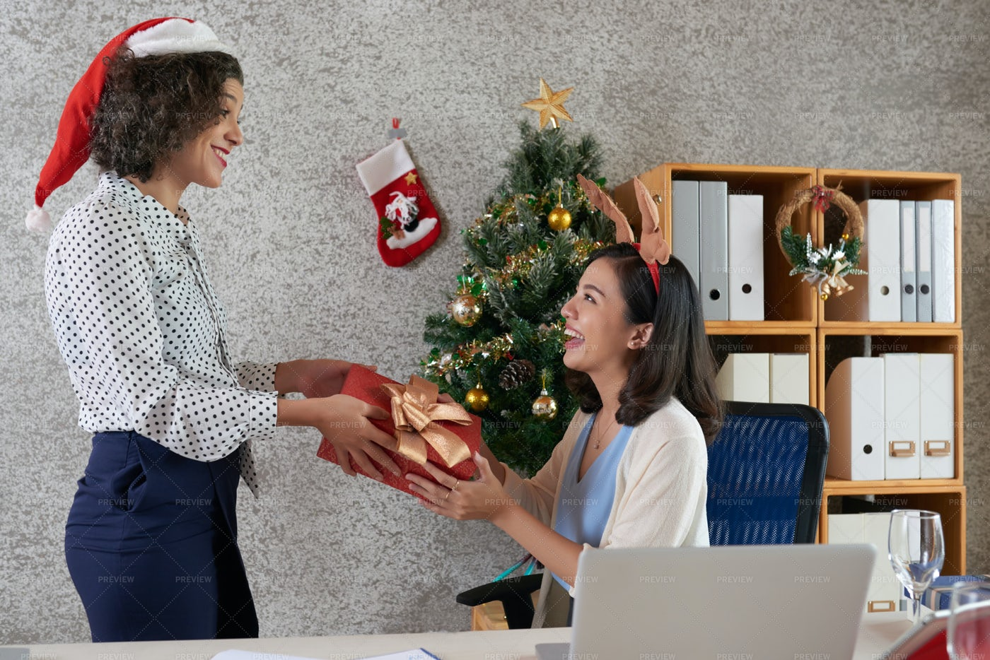 Exchanging Christmas Presents: Stock Photos