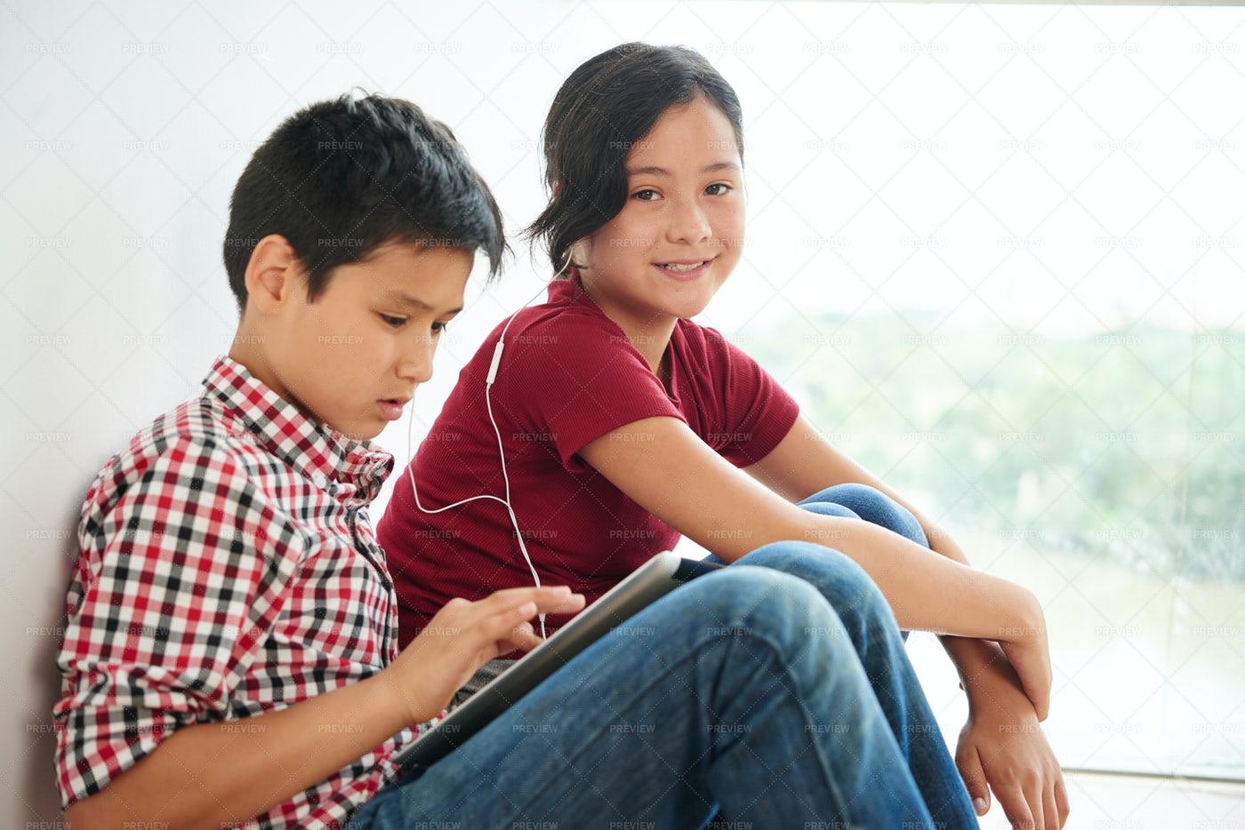 Children Listening To Music: Stock Photos