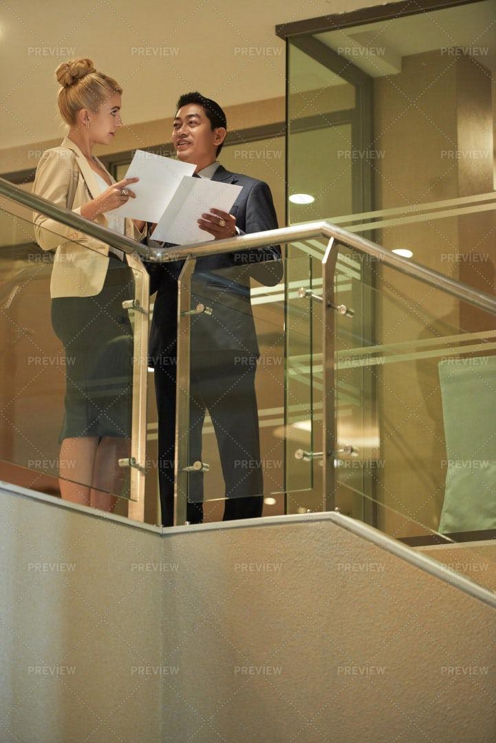 Talking Colleagues: Stock Photos