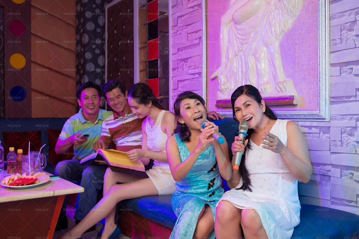 Singing Friends: Stock Photos