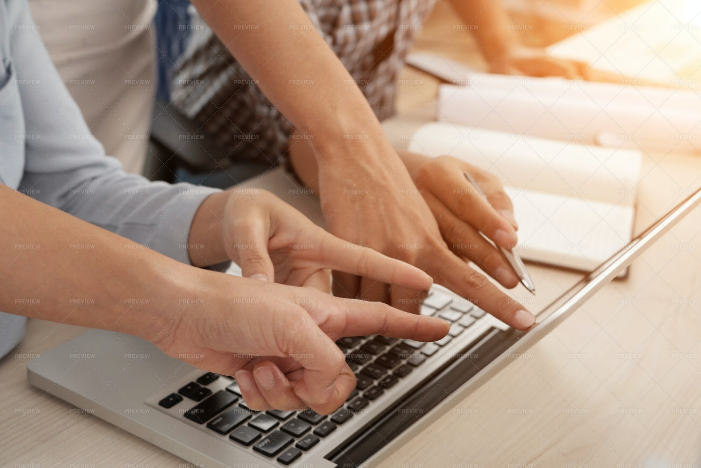 People Using Laptop: Stock Photos
