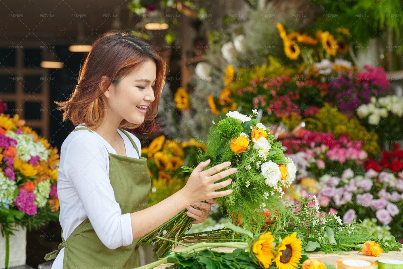 Arranging Flowers: Stock Photos