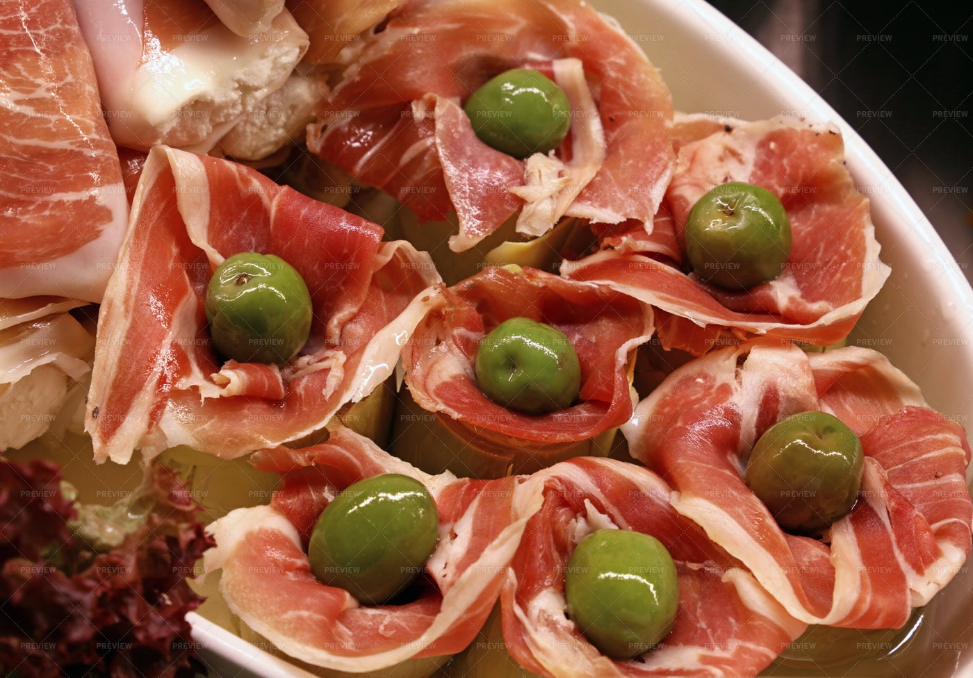 Artichoke With Jamon And Olives: Stock Photos