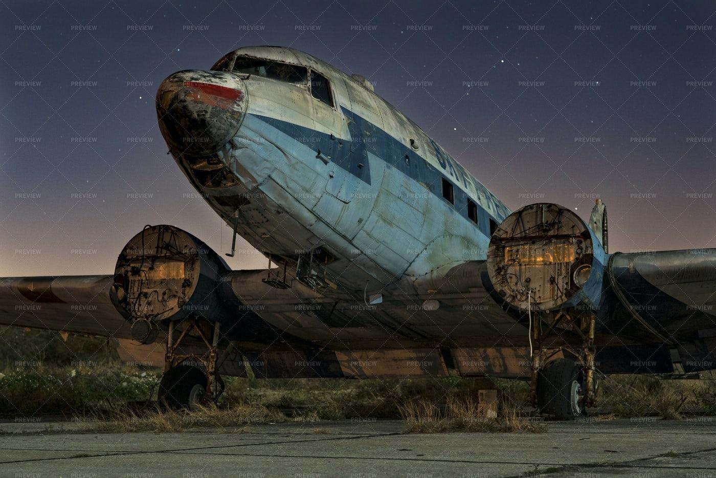 Abandoned Plane: Stock Photos